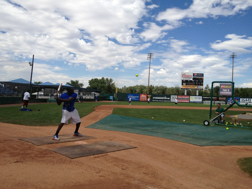 #BoiseState WR Geraldo Boldewijn taking BP in preparation for Saturday's charity game. http://t.co/FNHAVJAb