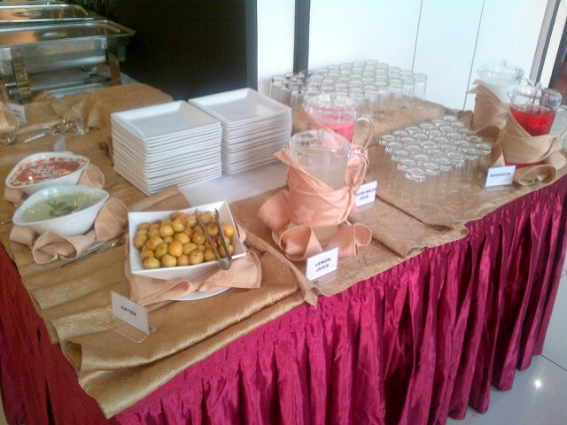 The #iftar counter @ #TKS #Wasl. Ready when the bell rings..#Ramadhan in #Dubai #UAE http://t.co/IANHeMa5