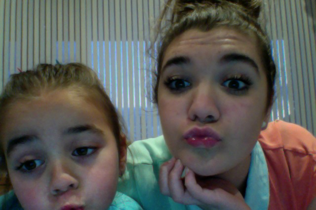 Me and my Cousin are sahhh Sexy. haha she wanted to take a photo for @Louis_Tomlinson she looovvveeessss him! http://t.co/rS7sKQ0o