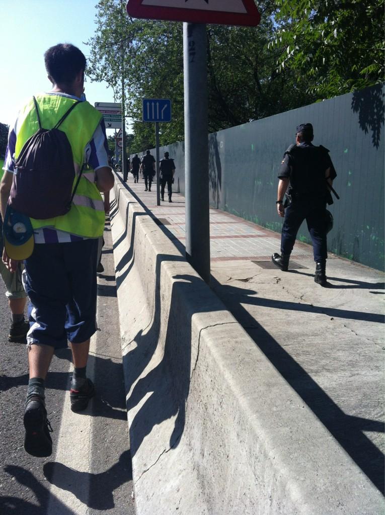 Estamos pasando por Mocloa, hay muchos antidisturbios #marchanoroeste #marchasdeparados #21JTodosaMadrid http://t.co/N8N7Ctt0
