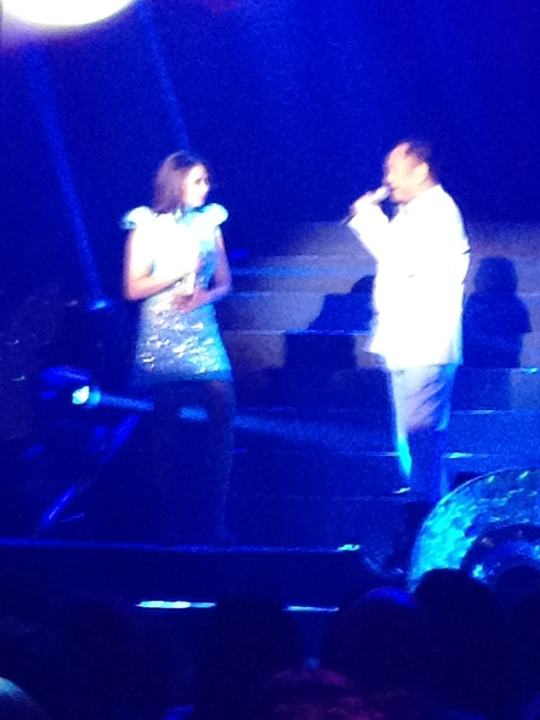 Sarah G singing the theme song of #WalangHanggan Philippine Phenomenon. With the original singer Basil Valdez. http://t.co/rBGkGse1