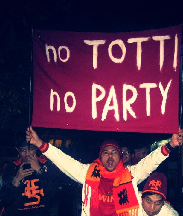 BUON COMPLEANNO AS ROMA #magica85anni #asroma cc @romaindoriau @OfficialASRoma @romaindonesia @BeritaRoma #forzaRoma http://t.co/CoUOB1HU