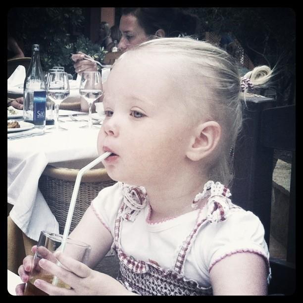@borsato Met kleine Yfke op het terras in Fuerteventura #dochters #genieten!#waarbrengjijdezomerdoor http://t.co/dJ5w4OnC