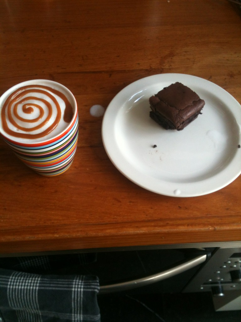 Brownies, caramel cappuccino en pizza als ontbijt, love it http://t.co/zOkBWX1P