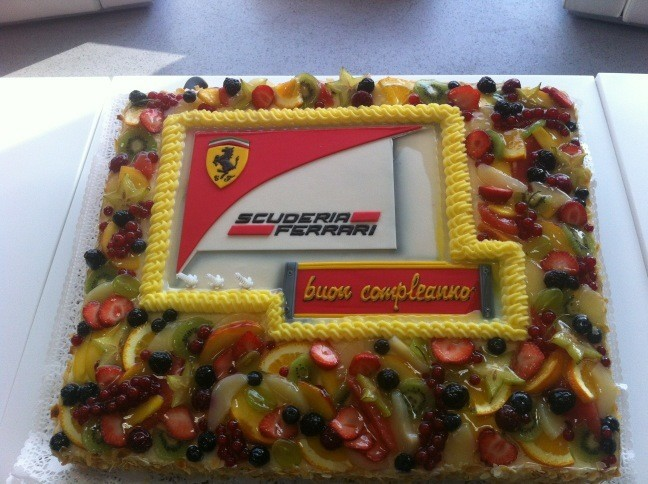 Tarta de cumpleaᅢᄆos...;))  Birthday cake...;))  #forzaferrari http://t.co/eA5V519S