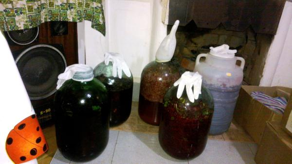 Простой рецепт домашнего вина из варенья в домашних условиях 136