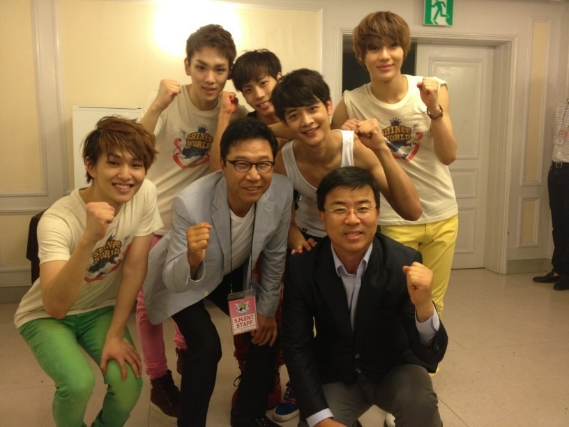 """@Off_ShawolIndo: SHINee with Lee Soo Man after SWC II seoul http://t.co/a251PC3g"""