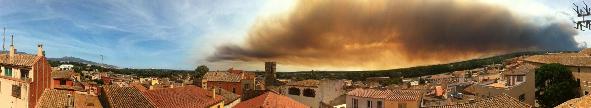 Crema l'Albera... Bufff quina fumeia, és alarmista #incendilajobquera  @324cat @emporda_info http://t.co/SpU3nIZE