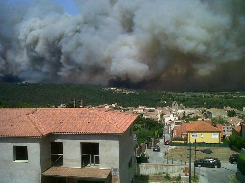 RT @xavifontc: El foc s'acosta a #AGULLANA #incendilajonquera http://t.co/o9067b2n'