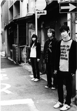 Band kedua yg akan kita bahas adalah: Rin Toshite Shigure (凛として時雨) .Band ini dibentuk tahun 2002 di Saitama http://t.co/XrBD9HzQ