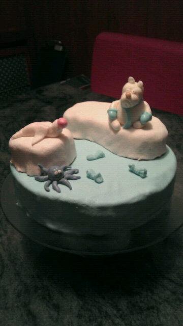 Compañeros de clase que hacen tartas para 'el break'#asisi http://t.co/iDXp2NBj