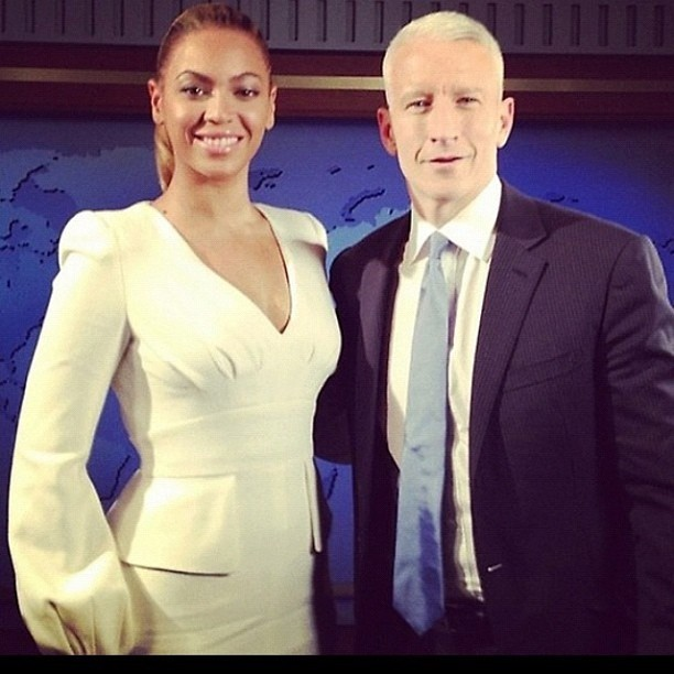 Beyoncé & @AndersonCooper ! #WHD2012 #IWASHERE #BeyHive. ������ http://t.co/xsTprned