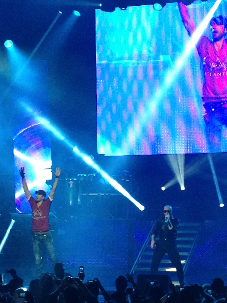 Dios mío!!!!! @enrique305 just got on stage at the @Pitbull concert!! Pa fuera! Pa la calle!!! #iLikeIt Riquísimo!!! http://t.co/5NAdJhRc