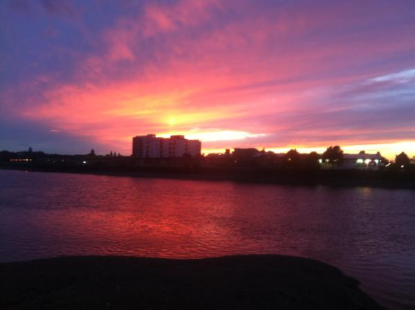 The Ship (@ShipWandsworth): Sunset. http://t.co/k5O4LeFq