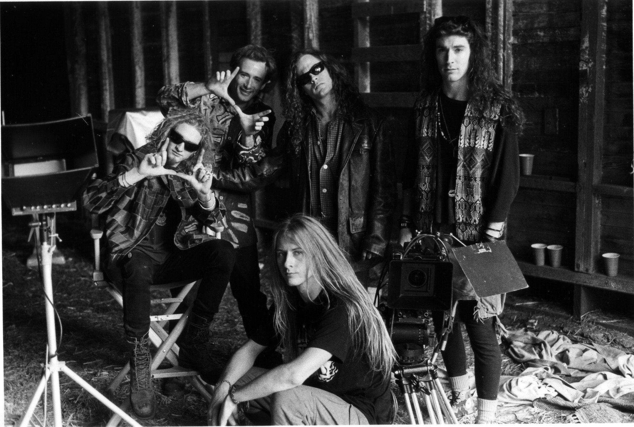 On set Alice in Chains 'Man in the Box' video back in the day RIP Layne Staley and Mike Starr Photo by Bob Gruen http://t.co/DEqUTNkC