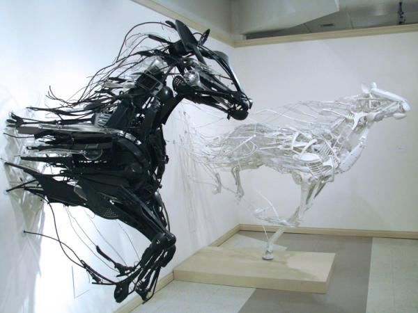 Sayaka Kajita Ganz creates animals from thrift store plastics. Now that's creative recycling! http://t.co/egfQxkdX