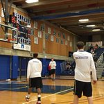 About 20 minutes to tipoff in 3A playoffs between Columbia River and No. 1-ranked Rainier Beach. #360preps http://t.co/T6GnvxNxhl
