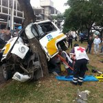 Imprudente chofer de combi queda prensado tras choque en Av. Ruiz Cortines http://t.co/En3ciU9G1s #Noticias #Tabasco http://t.co/97XNFRIqKs