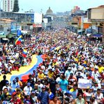 """¡TÁCHIRA DESPERTÓ! Multitudinaria marcha por la paz y la vida desborda San Cristóbal http://t.co/rxxe4NzxZc http://t.co/KqeZYHKNpx"""""""
