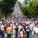La marcha por La Paz desbordo a San Cristóbal http://t.co/NCzxrv2Avg http://t.co/uNh2xzNWU9