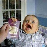 Niño gringo feliz porque le aprobaron la visa venezolana ---> http://t.co/7aPYmLv5QF