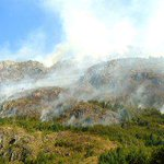 Por un nuevo foco de incendio en Chubut ordenan evacuar una villa de Lago Puelo http://t.co/o3tkqxBWEc vía @infobae http://t.co/HANc4WKAUR