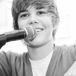 Que hermoso te ves teniendo siempre 16 ????????????????????@justinbieber @justinbieber #HappyBirthdayJustinBieber http://t.co/AK6yzh0PlL