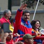 .@NicolasMaduro lideró concentración en defensa de la soberanía de #Venezuela | http://t.co/s3un8wX5q7 http://t.co/FKzyvYKMIg