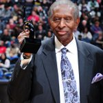 Earl Lloyd, the first black player to appear in an NBA game, has died. He was 86. http://t.co/uuq2407aZu