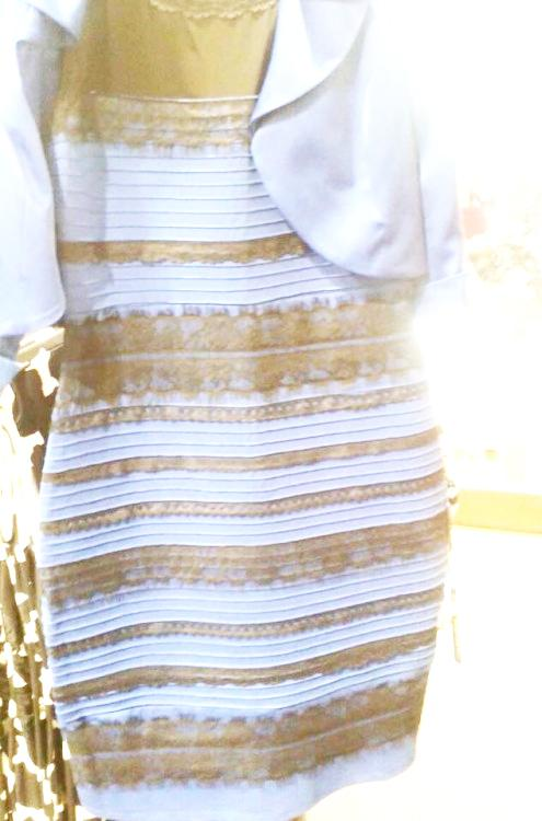If you're a white/gold person, stare at this for 10 secs then quickly look at original photo. Boom, black/blue. http://t.co/EHbzzbAzje