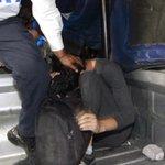 Enfrentamientos entre policías y manifestantes estallan en México #AccionGlobalporAyotzinapa http://t.co/9bnOaexRoa http://t.co/J8ez3LVtiS