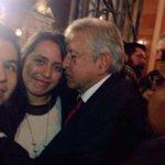 Descubren a AMLO ebrio y en pleno cachondeo con jovencita detrás del escenario en protesta del zócalo #México #morena http://t.co/4NjCLAUyQf
