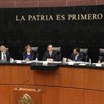 Senadores se bajan el sueldo... 100 pesos al mes http://t.co/6oOgZpfnyS http://t.co/ZKA7D26ssS