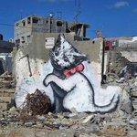 500RT:【すごい】イスラエル兵に銃を向けられても絵を完成させたアーティスト http://t.co/LWxBg6yFcx 世界中にストリートアートを残している正体不明の覆面画家・バンクシーが、パレスチナのガザ地区に落書きを残し… http://t.co/RRQKOoP1QN