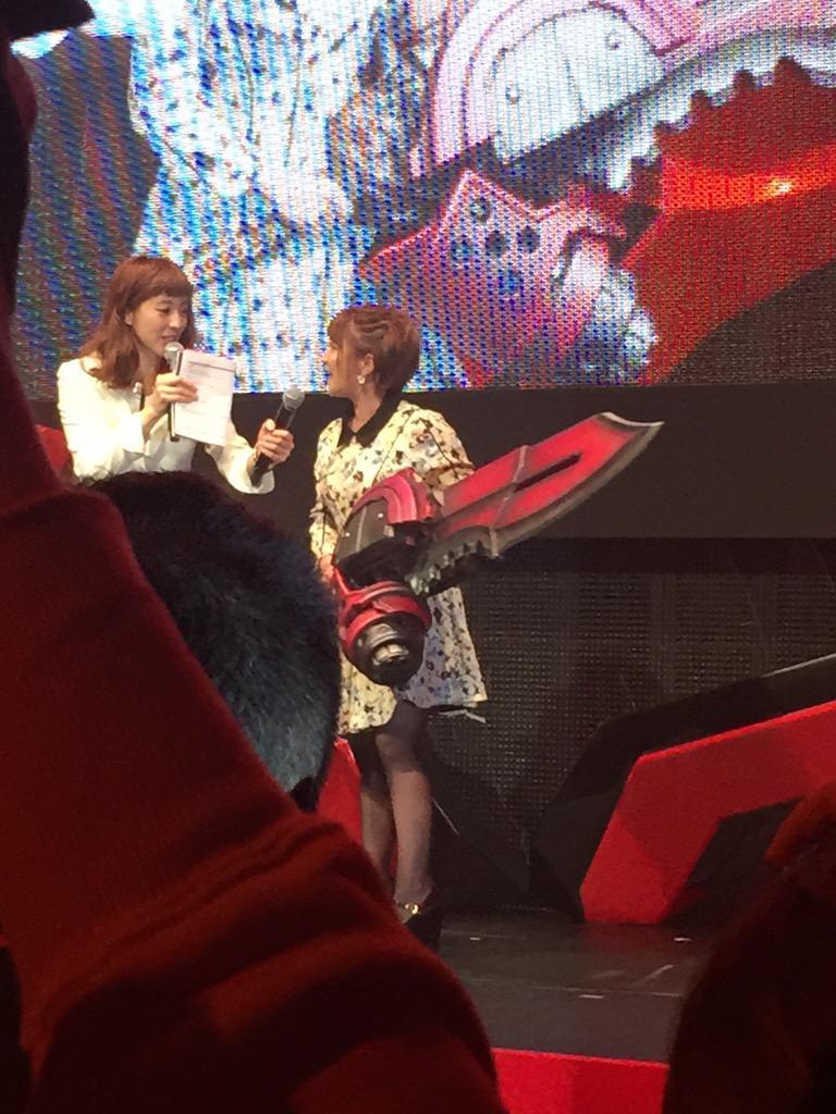 続いてゲーム大好きタレント、矢口真里さんが神機を持って登場!「この神機で一番倒したい人は?」という質問に「過去の自分です!」と答えてましたw http://t.co/gnAqGhiSfJ
