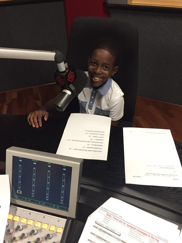 Mahlatsi's has Burkett's lymphoma & his dream is coming true with @ReachForADream - reading the news on @FRESHat5 http://t.co/6yMXy2Z8I7