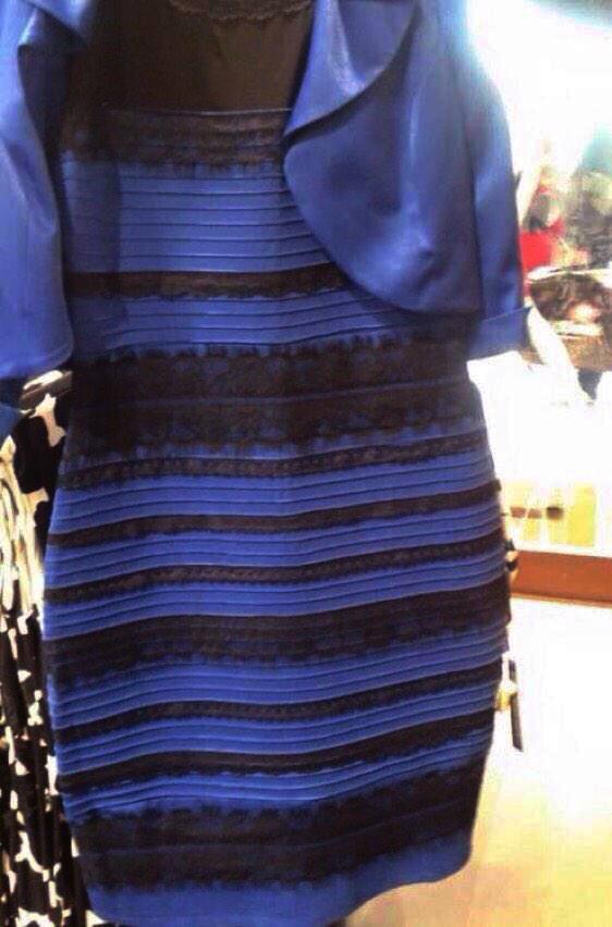 話題の「青と黒」のドレス、単純にディスプレイのコントラストと色味とサイズで説明がつくと思う。スマホはコントラストと青が強めで、画面が小さいので画像全体が一目で分かり、背景を白と認識する。大画面ではメインの被写体のドレスを白と認識する。 http://t.co/wMLreUPMCF