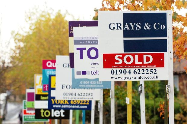 Confidence in #property market reaches three year high in #UK http://t.co/NJqjutTWWI http://t.co/U12YVnOVyX