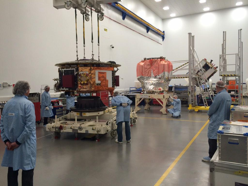This is @esa's LISA-Pathfinder at @Airbus Stevenage this morning. Sci module being coupled to propulsion unit. http://t.co/qED4ds9uaO