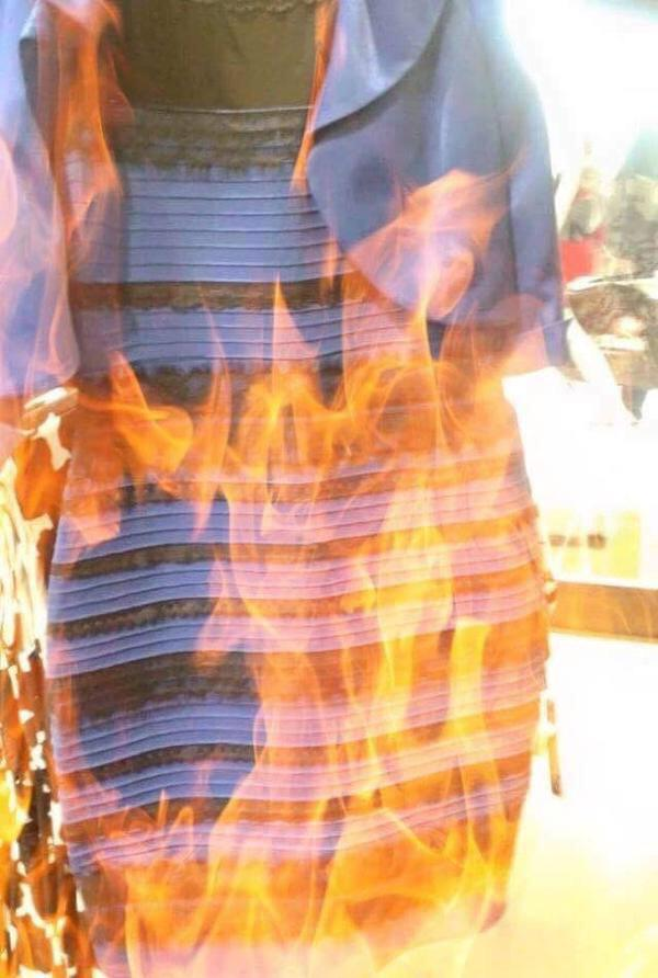 WHAT COLOR IS #THEDRESS, NOW?! http://t.co/9fQ6qLM9Wx