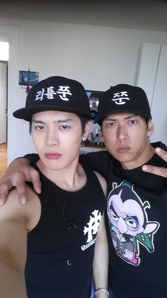 BBBAAAMMM~!!! 리틀쭌 & 쭌!!! #지오디 #Fangod #sbsRoommate #sbs룸메이트 #JacksonWang #JoonPark #박준형 #Got7 #god Lil Jjoon and Joon http://t.co/eG7uFZj2su