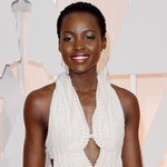 .@Lupita_Nyongo stolen pearl gown recovered by police (http://t.co/0BvjBIgV2R) http://t.co/zN71yiNur3