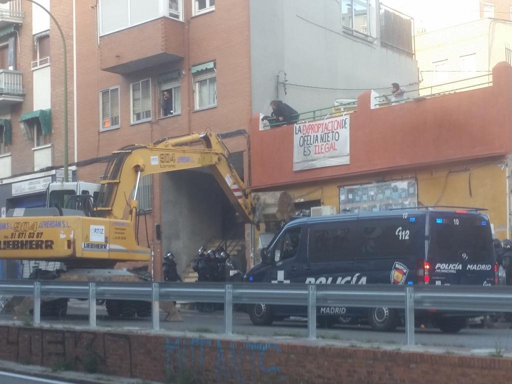 Derribar puertas con excavadoras para desahuciar familias, esa es la marca del @PPopular #alertaON29  http://t.co/qsyix1cx4Q