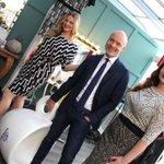 #10voor10 Mart Visser over een maatje meer en hij geeft een jurk weg. Kijken dus! Win jurk! http://t.co/bSiZik3Jtz http://t.co/TaEMALFyVN