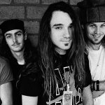 Policía ofrece recompensa por capturar a ex baterista de Pearl Jam: Arriesga cadena perpetua http://t.co/oksBGCCSVe http://t.co/tZt12Zr8r4