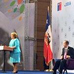 """""""No podemos cargar a las nuevas generaciones con las injusticias del pasado"""" Pdta Bachelet #WomenStgo http://t.co/8CS29BDOj8"""