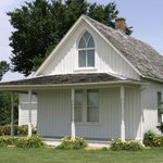 Looking for a road trip? The American Gothic House will offer public tours starting in April: http://t.co/JqsfzCGN72 http://t.co/AsYwxGb0Ru