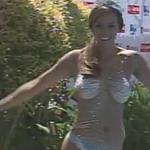 En fotos: El piscinazo de @Jhendelyn. Sigue la transmisión de #LTenVivo: http://t.co/LXmR59zNBZ http://t.co/APDyfsDPGT