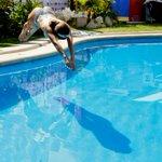 Así fue el osado piscinazo de Jhendelyn. EN FOTOS → http://t.co/VHgAWSVH22 http://t.co/0CNAopjDwq