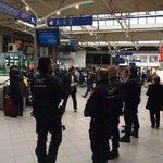 #rennes #Valls gros dispositif policiers en gare mais les ministres arrivent en voiture... http://t.co/x0nyZDzKzZ